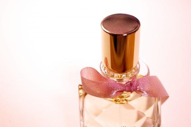 20代女性必見!簡単!香水の正しい付け方と頭皮の臭い対策術!