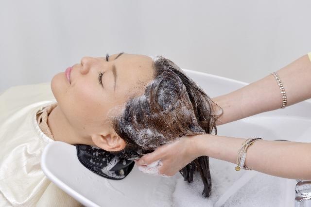「女なのに頭皮が臭い」あなたの頭皮の臭い原因から解消方法を紹介_シャンプー面倒