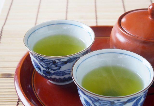 緑茶で頭皮の臭い対策 !すぐできる頭にティーパックを乗せる方法