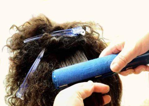 くせ毛の原因は頭皮の乾燥?縮れ毛や捻転毛も頭皮の臭いと一緒に解消!